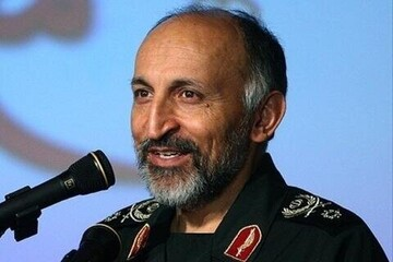 سردار حجازی در کنار سیدحسن نصرالله و سردار سلیمانی / عکس