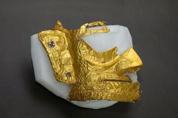 باستانشناسان ماسک طلای ۳ هزار ساله کشف کردند / فیلم