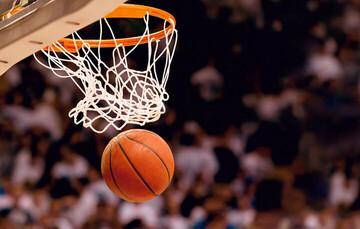 کشتی گرفتن بسکتبالیستها در مسابقه بسکتبال / فیلم