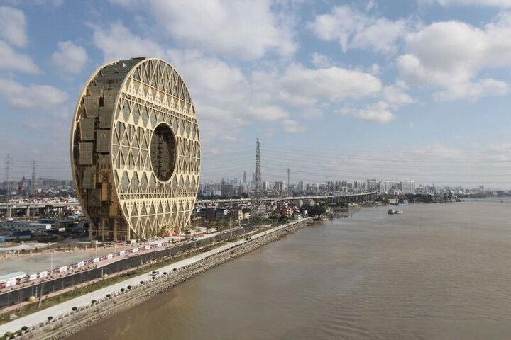 تصاویری زیبا از بلندترین ساختمان گرد جهان / فیلم