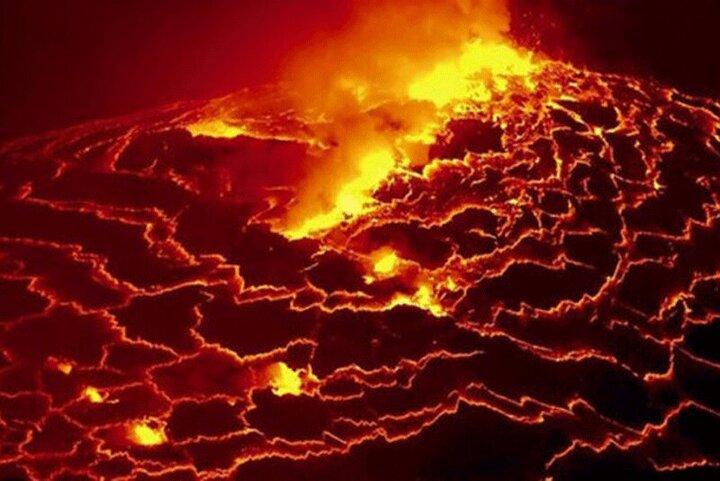 لحظه سقوط پهپاد به داخل گدازههای آتشفشان / فیلم