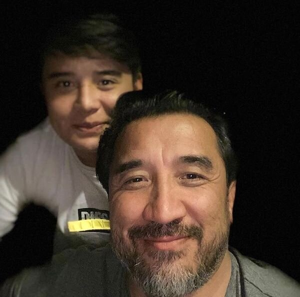 شباهت جالب خداداد عزیزی و پسرش / عکس