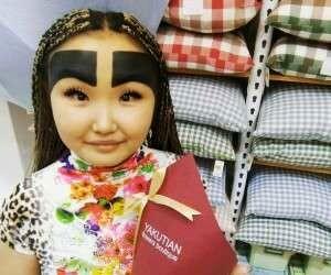 مدل ابروی عجیب زن جوان جنجالی شد / عکس