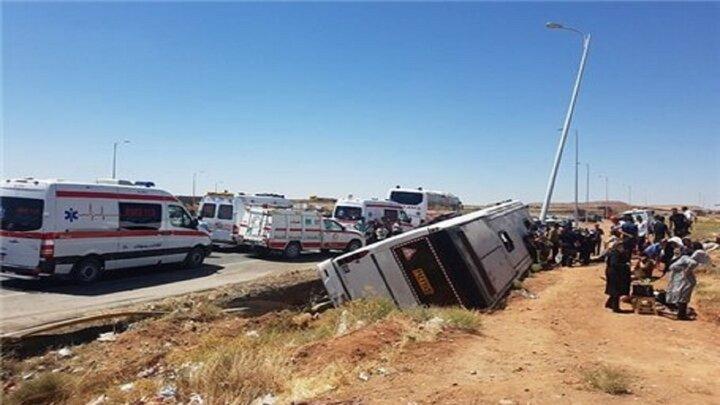 واژگونی کامیون ۱۸چرخ در محور رفسنجان به کرمان / فیلم
