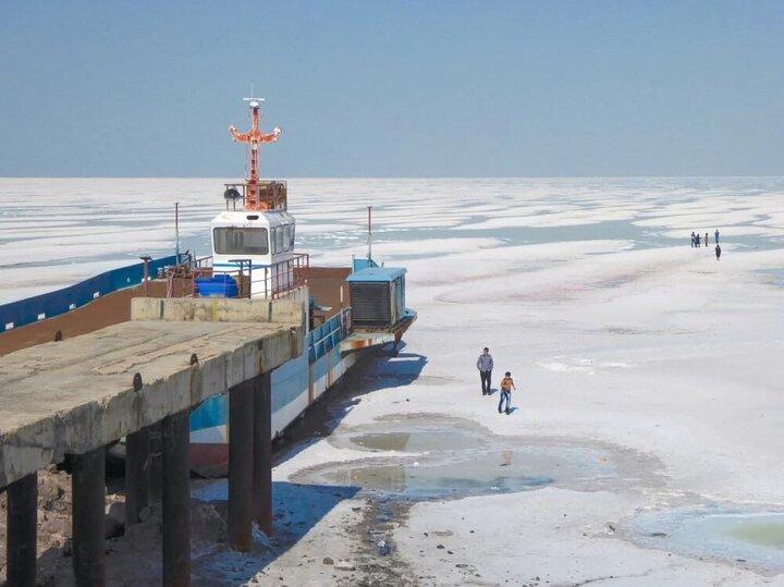 کاهش ۸۸ کیلومتری وسعت دریاچه ارومیه در یک سال