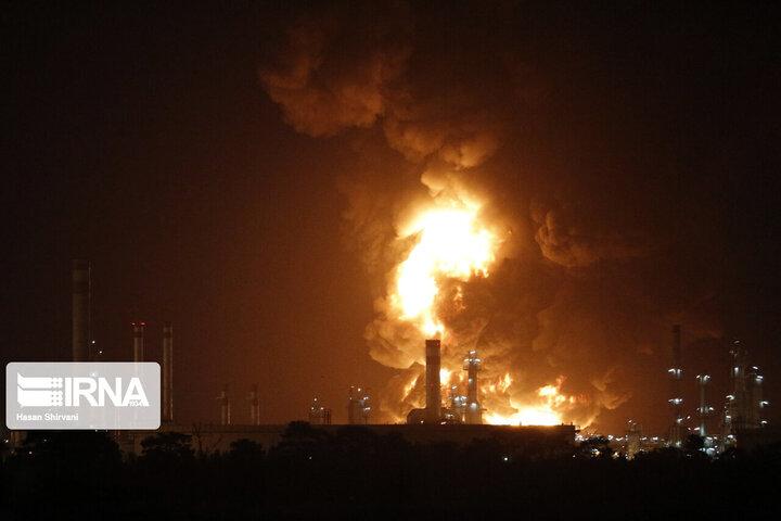 حضور بیژن زنگنه در محل حادثه آتشسوزی پالایشگاه نفت تهران / فیلم