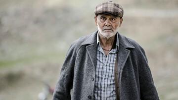 لحظه تزریق واکسن کرونا به جمشید هاشم پور/ فیلم و بیوگرافی