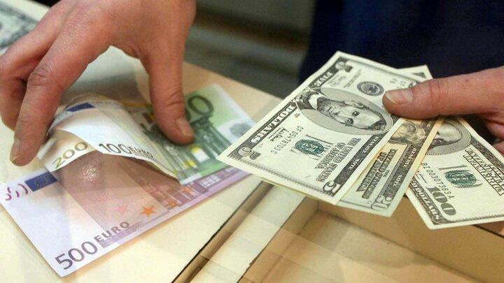 کاهش ۵۰تومانی قیمت دلار   قیمت دلار، یورو، پوند و سایر ارزها ۱۵خرداد ۱۴۰۰ در صرافی و بازار آزاد / جدول