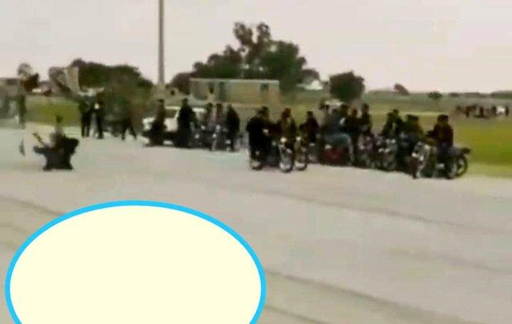 برخورد وحشتناک موتورسوار با عابرین پیاده در مشهد / فیلم