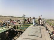 جزئیات حادثه مرگبار قطار در پاکستان / آمار جان باختگان به ۴۰ نفر رسید / عکس