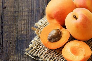 میوههایی که خوردن هسته آنها کشنده است