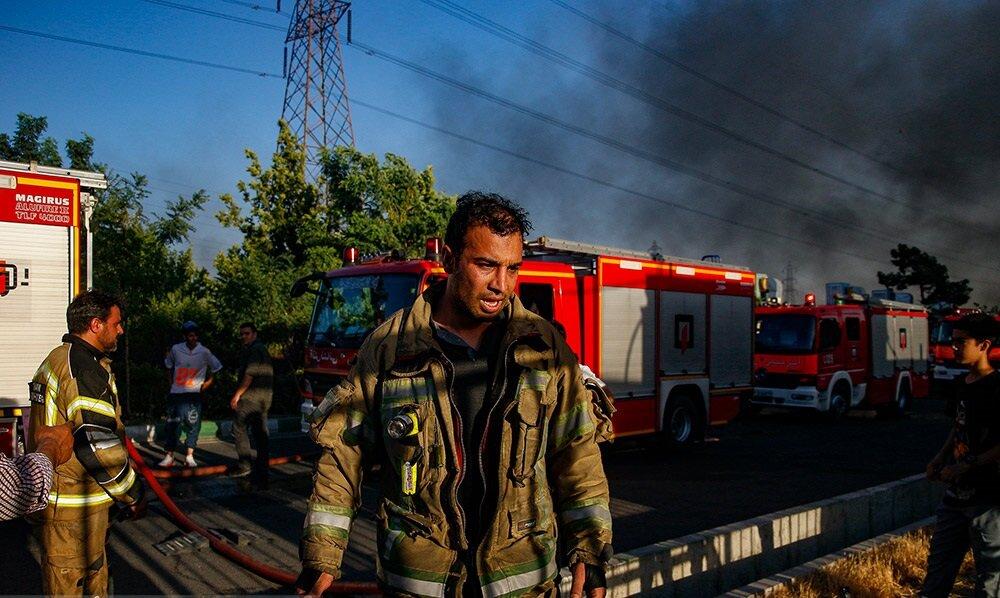 گزارش تصویری از آتش سوزی شرکت بهنوش در جاده مخصوص کرج