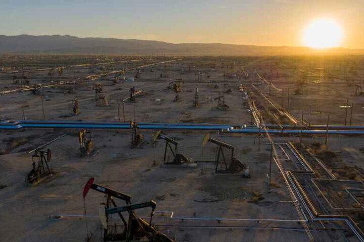 جهش قیمت نفت ادامه دارد / برنت به ۷۲ دلار رسید