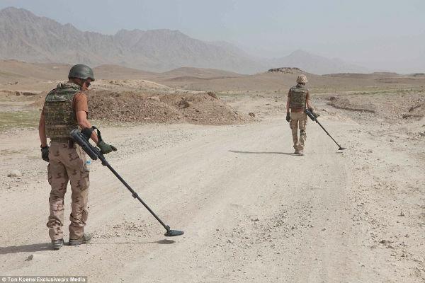 کشته شدن ۱۰ مینروب خارجی در افغانستان