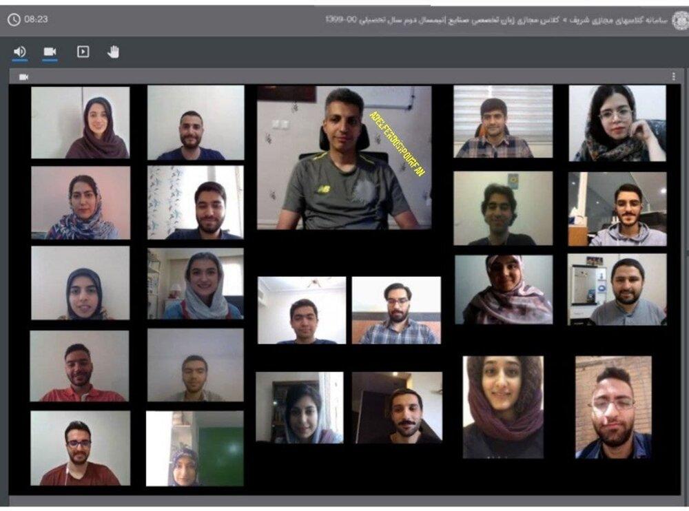 تیپ جالب عادل فردوسیپور در کلاس مجازی دانشگاه/عکس
