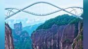 ویدیو دیدنی از پل شیشهای ترسناک با طراحی خاص در چین