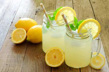 پیشگیری و درمان گرمازدگی با مصرف این نوشیدنیهای طبیعی | علایم گرمازدگی چیست؟