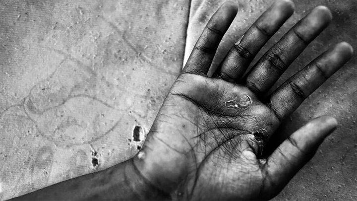 تجاوز زن میانسال به پسر ۱۷ ساله جلوی چشم دخترش / عکس