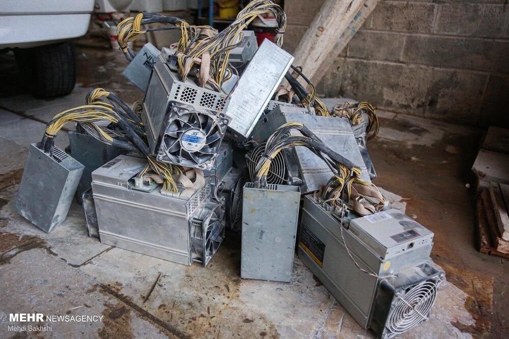تصاویری از کشف دستگاههای استخراج رمز ارز در سنگبری قم
