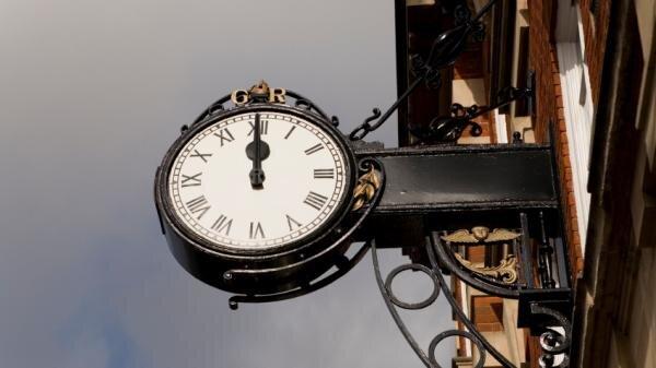 معنی AM و PM در ساعتچیست؟