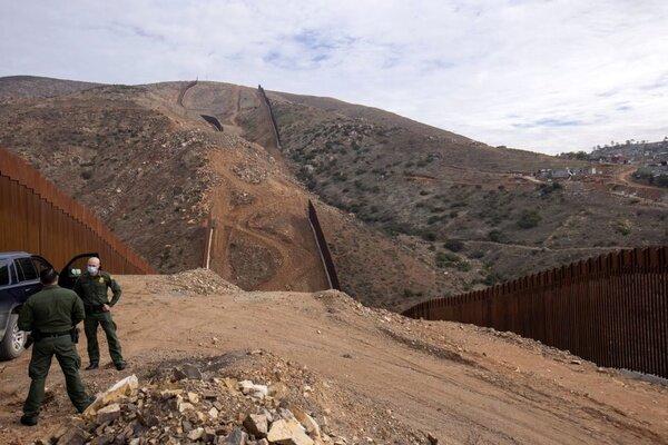 پنتاگون از قطع بودجه ساخت دیوار مرزی با مکزیک خبر داد