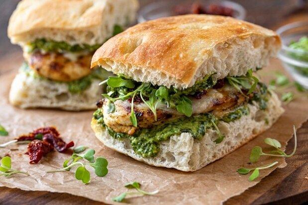 روش پخت ساندویچ مرغ با چاشنیخانگی