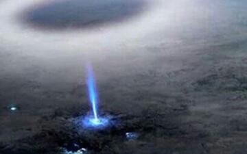 تصویر دیدنی از صاعقه وارونه بر روی اقیانوس آرام