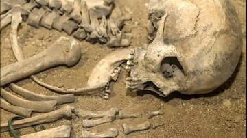 کشف اسکلت زن گمشده در چاه فاضلاب / عکس