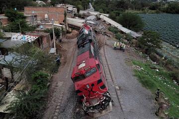 خارج شدن مرگبار قطار از ریل در مکزیک / فیلم