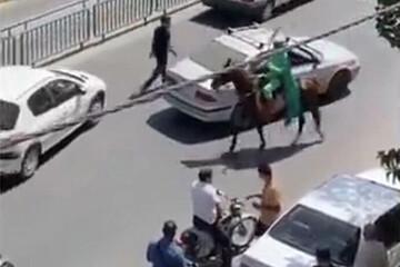 حمله اسب سوار با شمشیر به مردم در اصفهان / فیلم