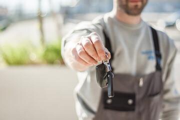 کلیدهای اتومبیل خود را با ورق آلومینیوم بپیچید