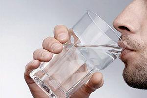 مضرات باورنکردنی نوشیدن آب سرد به صورت ناشتا