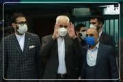 حضور محسن مهرعلیزاده برای شرکت در انتخابات / عکس