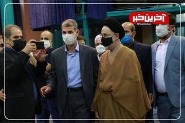 لحظه ورود محمد خاتمی به حسینیه جماران برای رای دادن / فیلم