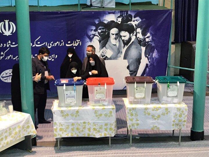 زهرا مصطفوی دختر امام خمینی (ره) رای داد / عکس