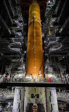 موشک غولپیکر ناسا انسان را به ماه و مریخ میبرد / عکس