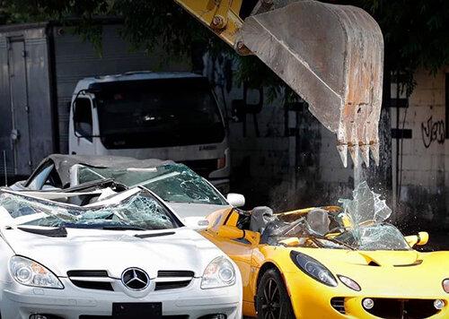ببینید چه بلایی سر این خودروهای لوکس آمد