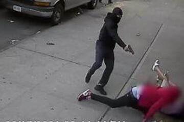 لحظه نجات باورنکردنی دو کودک در تیراندازی مرگبار نیویورک / فیلم