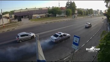 تصادف شدید ماشین پلیس با خودروی سواری / فیلم
