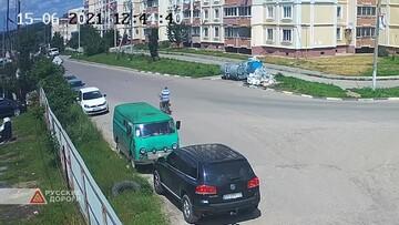 نجات معجزهآسای موتورسوار در تصادف با خودرو / فیلم