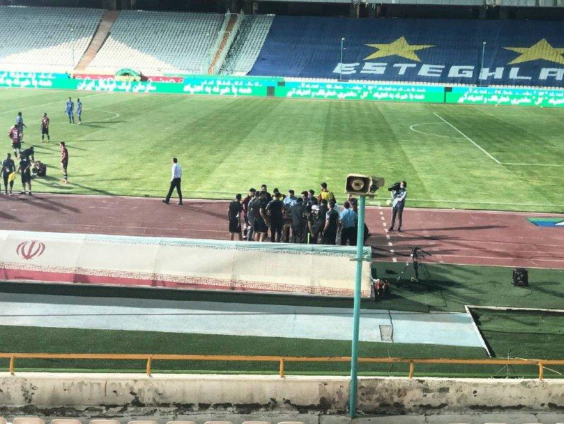 برق ورزشگاه آزادی در حین بازی استقلال و پدیده قطع شد / فیلم