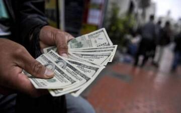 کشاکش سیاسی در بازار ارز / قیمت دلار بعد از اولین سخنرانی رئیسی بعد از انتخابات