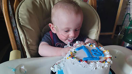 جشن تولد یک سالگی نارسترین نوزاد دنیا / عکس