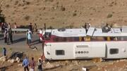 نخستین تصاویر از محل سانحه واژگونی اتوبوس حامل خبرنگاران در نقده آذربایجان غربی / فیلم