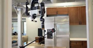 رباتی که از خودش عکس سلفی میگیرد! / عکس