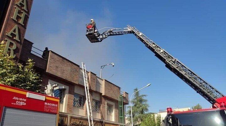 جزییات آتشسوزی مهیب یک ساختمان در تهران / ۱۸ نفر از پشت بام نجات یافتند