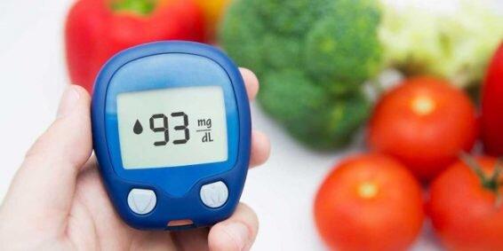 خوراکیهای مفید برای کنترل قند خون؛ از تخم مرغ و ماهی تا حبوبات و آجیل