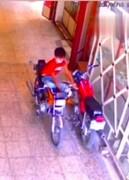 سرقت عجیب و ماهرانه موتورسیکلت توسط کودک ۱۰ ساله کرجی / فیلم