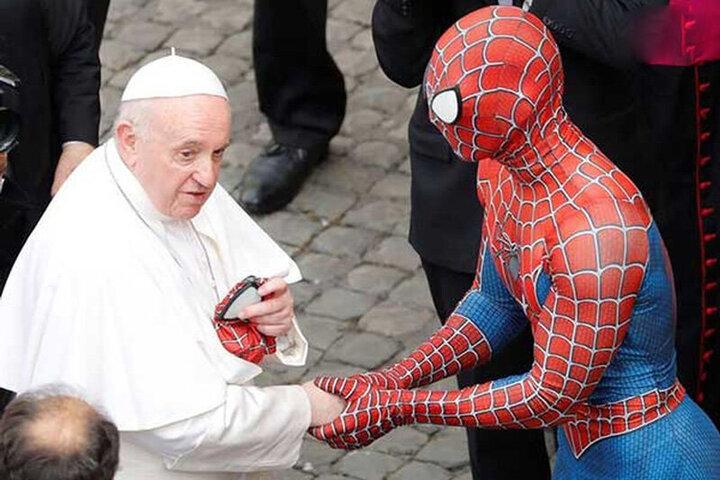 هدیه عجیب و غریب مرد عنکبوتی به پاپ / فیلم
