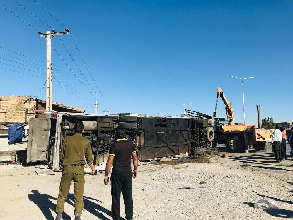 تصادف اتوبوس و تریلی در یزد با ۵ کشته و ۲۷ مصدوم/ ۷ مصدوم با بالگرد منتقل شدند